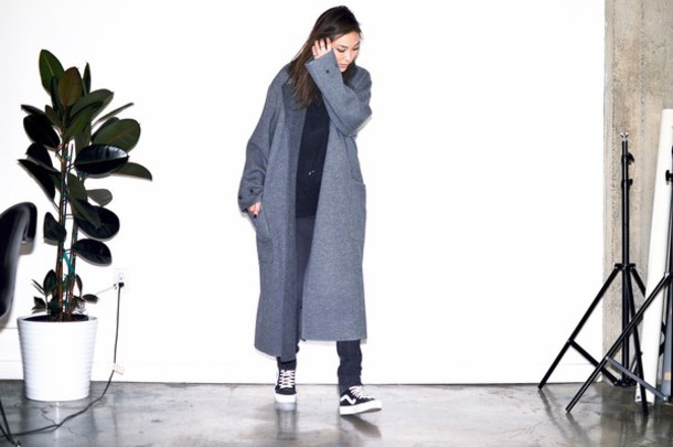 stop it right now blogger long coat grey coat sneakers