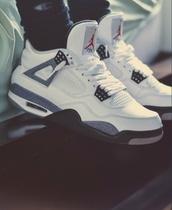 shoes,jordans,b&w,nike,air jordan,retro jordans,cement,withe,jordan,jordan's shoes,low top sneakers,white sneakers