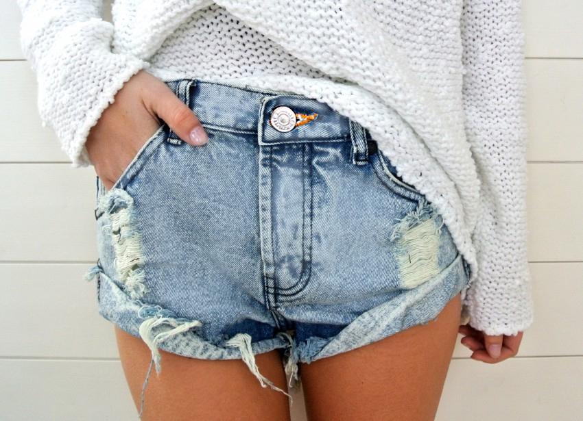 Original lite stonewash rolledup bf shorts