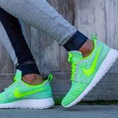 shoes,leggings,nike,mint,green,women,tennis shoes,nike shoes womens roshe runs,nike running shoes,nike shoes,pants,running,grey,tracksuit,fitness,nike roshe run,neon