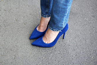 fashion and style blogger blue heels stilettos