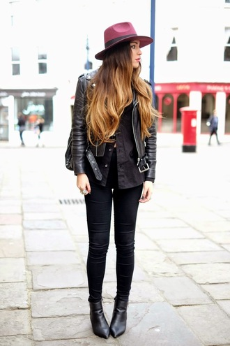 moon magik blogger black shirt black booties fedora leather jacket black jeans