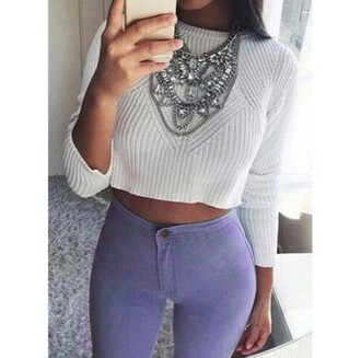 top grey white cool trendy fashion style fall outfits cozy cropped sweater long sleeves necklace jeans pants jewelry statement necklace silver necklace statement sweater high waisted skinny jeans lilac jeggings