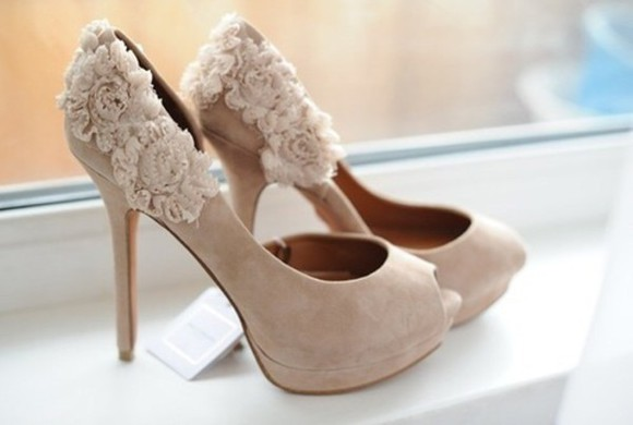 vintage beige chic style roses