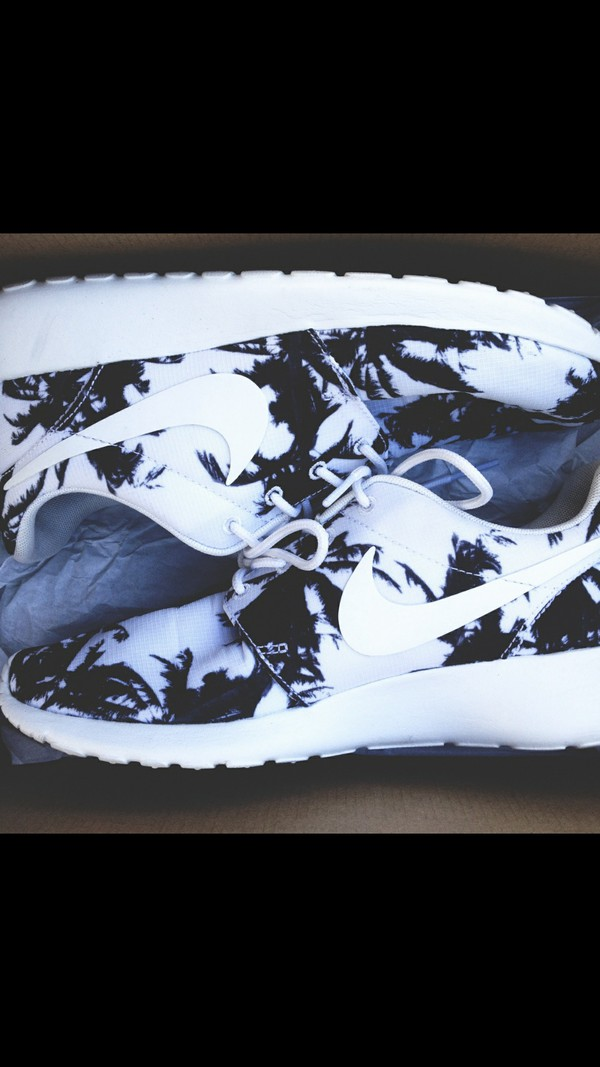 shoes palm tree print nike shoes nike shoes womens roshe runs roshe runs nike roshe run nike black and white white black sneakers fashion palm tree print