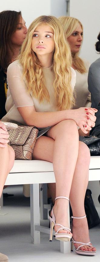 shoes chloe grace moretz celebrity actress high heel sandals white sandals top nude top bag gold bag