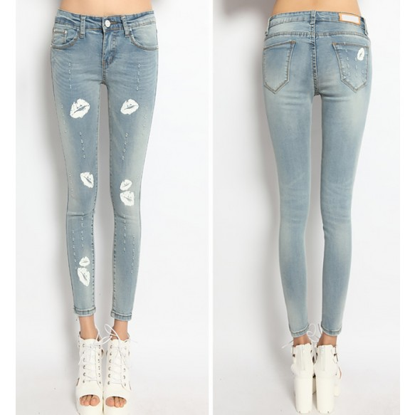 Skinny Jeans With Lips Prints at Style Moi