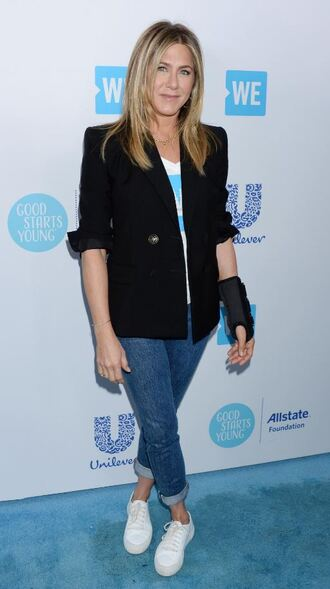 jacket jeans denim sneakers jennifer aniston spring outfits