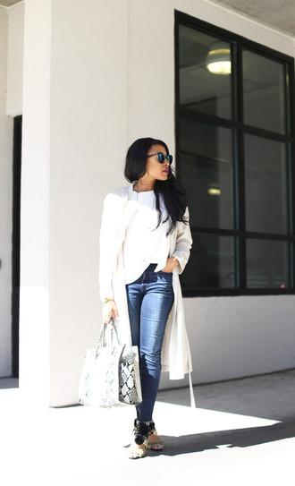 mattieologie blogger white coat snake print handbag
