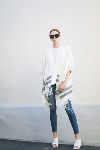 could i have that blogger sunglasses poncho ripped jeans