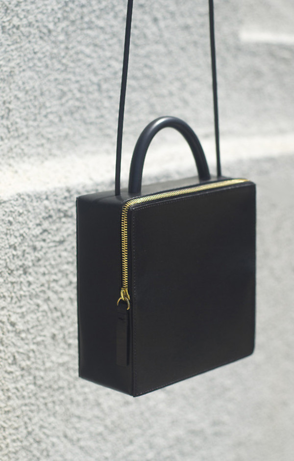 bag purse shoulder bag boxy gold black and gold all black and gold wishlist opening ceremony designer bag black bag black vintage clutch black purse minimalist minimalist black bag with gold details