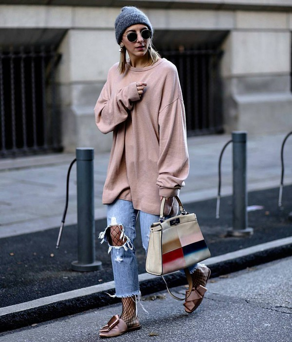 hat tumblr beanie grey beanie sweater pink sweater sweatshirt oversized bag printed bag jeans denim blue jeans ripped jeans cropped jeans net tights fishnet tights tights slide shoes pink shoes round sunglasses sunglasses oversized pink sweater distressed denim jeans pink slippers blogger