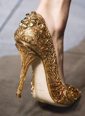 shoes,gold,high heels,pumps