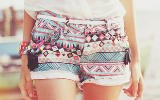 shorts aztec mini shorts warm weather tribal pattern print pattern pastel color/pattern girly vintage tribal shorts shapes lines cut off shorts belt summer gossip girl hipster aztec short short tumblr cute hippie pastel shorts tirbal multicolor blue pink back black geometric outfit aztek printed shorts colorful