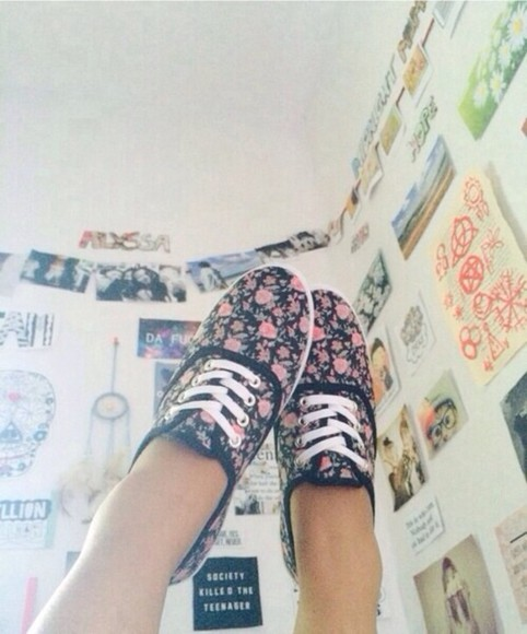 shoes sneakers black shoes flowers vintage hipster nike flower sneakers