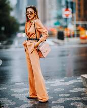 bag,leather bag,shoulder bag,wide-leg pants,blazer,belt,pumps,retro sunglasses,earrings