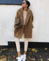 coat,faux fur coat,white pants,sneakers,blouse,chain necklace,sunglasses,shoulder bag,leopard print