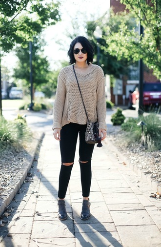 life & messy hair blogger shoes jeans sweater bag round sunglasses beige nude beige sweater ripped jeans black jeans skinny jeans shoulder bag nude sweater