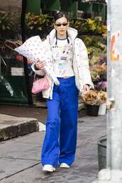 pants,celebrity,casual,model off-duty,bella hadid,wide-leg pants