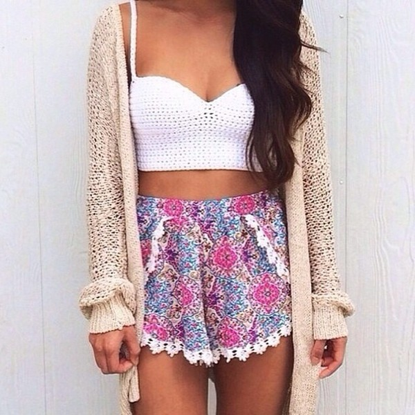jacket white wool cardigan colorful top pockets high waisted shorts pattern flowered shorts white crop tops cream cardigan girly printed shorts bandeau pattern white bandeau tank top shorts colours pink summer shirt summetime summer outfits summer cropped crop tops floral lace pink purple flowy oversized cardigan spring colorful tan sort of thick crochet crochet top floral boho dress boho boho chic white top