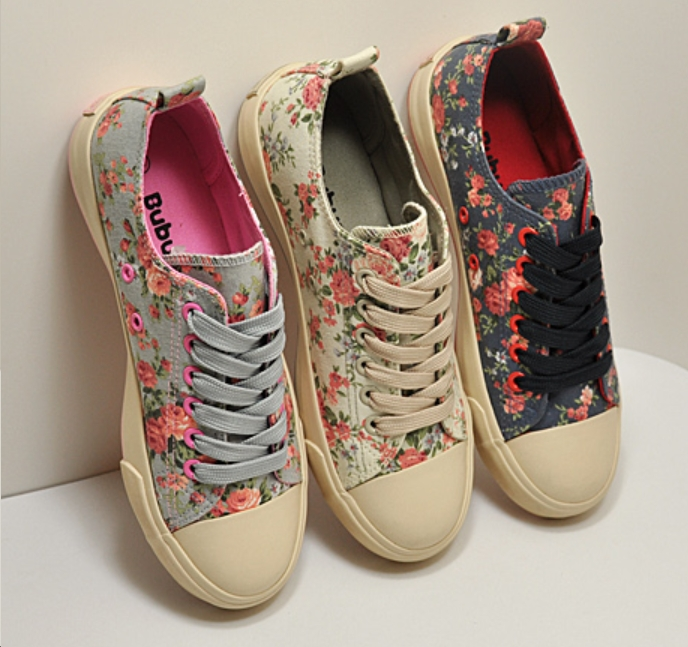 NEW Women's Floral Low Top Sneakers Canvas Walking Shoes - FREE