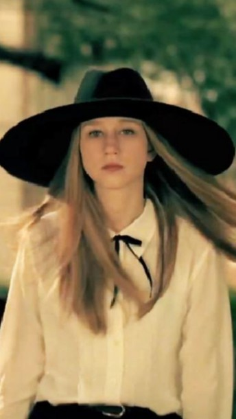 blouse taissa farmiga