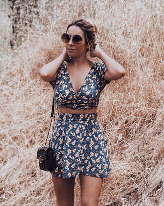 top flor skirt floral skirt sunglasses tumblr floral top crop tops matching set mini skirt round sunglasses bag black bag