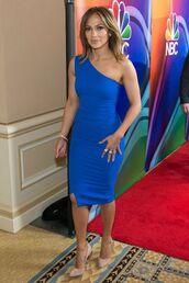 dress,electric blue,electric blue dress,jennifer lopez,pumps,one shoulder,one shoulder dress,pointed toe pumps,nude pumps,midi dress,celebrity style,celebrity