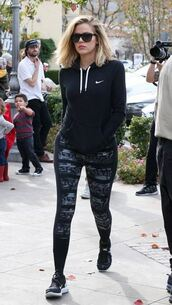 leggings,sneakers,khloe kardashian,sweatshirt,hoodie,sportswear,sunglasses,sweater,jacket,nike,black