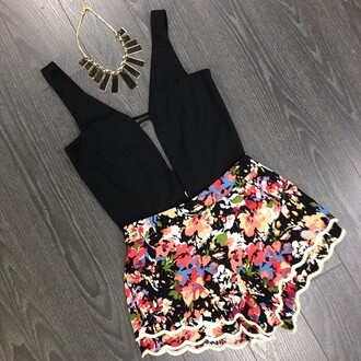 shorts clothes floral black top flowered shorts jewels tank top t-shirt blouse short romper necklace dress jumpsuit low-cut sexy flowers pink floral pattern floral playsuit playsuits beautiful flowered shorts crop top girlie fashion flowers black shirt gold necklace black necklace cute party