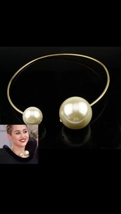 jewels,jewelry,necklace,fashion necklace,pearl,oversized necklace,red carpet,trendy,elegant,miley cyrus,collar,sketchjw,grey,long sleeves