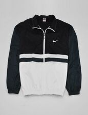 coat,nike sportswear,nike wind breaker,windbreaker,jacket,guys,girl,nike,black,white,bag,style,outwear jacket,white sneakers,vintage,black/white,blak and white nike's coat,black and white