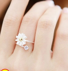 D19 Daisy flower ring small and pure and fresh female-in Rings from Jewelry on Aliexpress.com