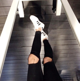 jeans style shoes adidas shoes ripped jeans black white tumblr outfit tumblr tumblr girl fashion blouse fashion bloggers lovely pepa casual classic indie hipster boho girly alternative urban outfitters cotton instagram