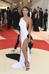 shoes,sandals,black and white,asymmetrical dress,emily ratajkowski,slit dress,gown,prom dress,met gala,metgala2016