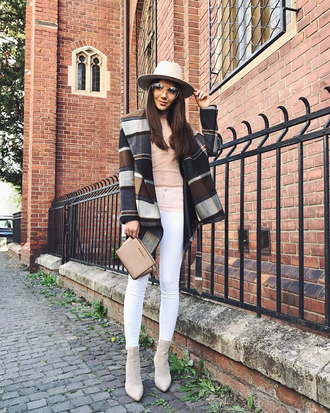 coat tumblr sweater pink sweater denim jeans white jeans skinny jeans boots ankle boots bag nude bag hat fall outfits