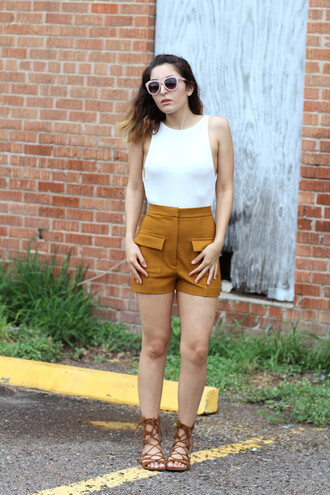 the stylish soul blogger strappy sandals high waisted shorts rust