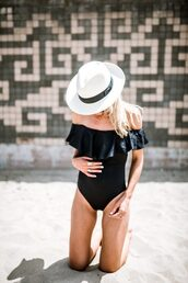 swimwear,summer,hat,sunglasses,beach,summer time,summer outfits,one pice swimwear