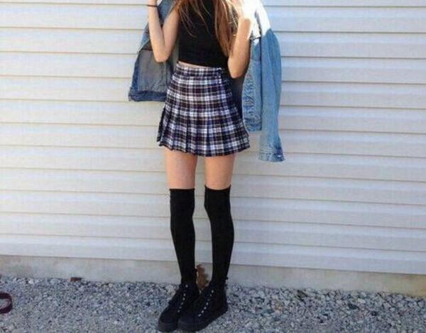 skirt plaited skirt plaited black white short skirt stripes outfit style fashion grunge grunge skirt soft grunge outfit idea