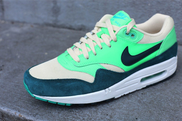 shoes nike sneakers sport green nike air trainers nike air max flashy light