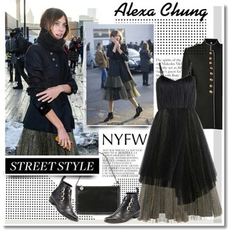 bag at lvr: alexa chung's stella mccartney clutch faux leather clutch stella mccartney alexa chung nyc fashion nyfw15 nyfw new york 2015 trends fashion fashion week fashion week 2015 stylish