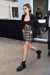 shorts,crop tops,top,kaia gerber,Paris Fashion Week 2017,ankle boots,streetstyle,model off-duty,fall outfits,jacket