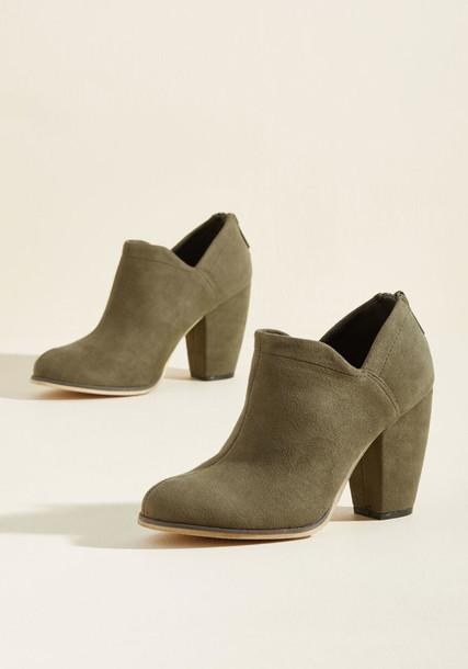 heel green shoes