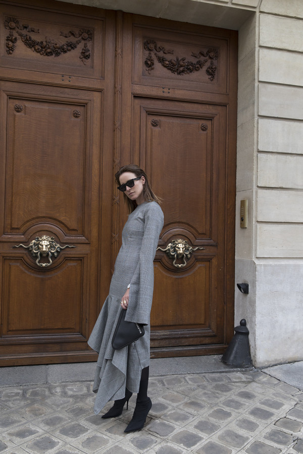 oracle fox blogger dress shoes jewels bag sunglasses fall outfits grey dress boots black boots