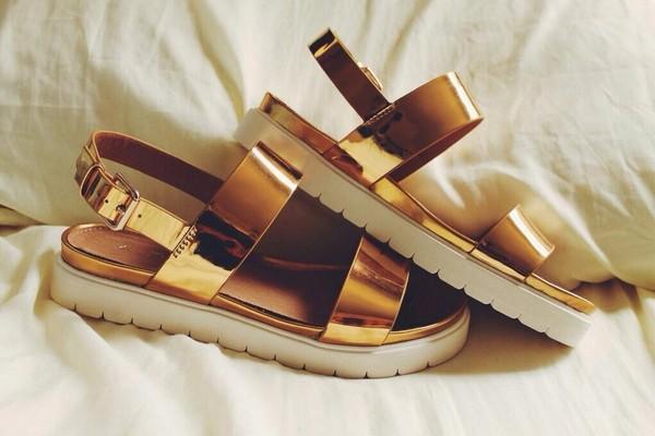 shoes gold sandals platform sandals gold sandals track sole faltform sandals shorts metallic gold sandals flatform sandals goldandwhite strappy sandals gold shoes