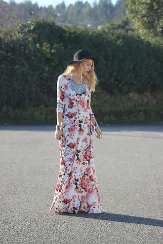 the black effect blogger statement necklace floppy hat floral dress boho dress
