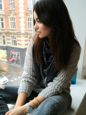 by funda,blogger,scarf,jewels,knitted sweater,grey sweater,ripped jeans,sweater,jeans
