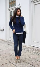 sweater,white shirt,navy blue sweater,skinny jeans,green sneakers,black bag,blogger