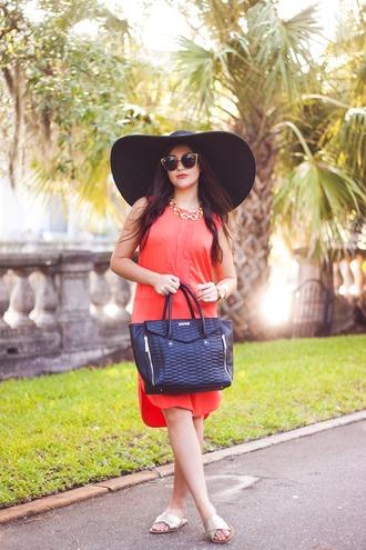 carly maddox blogger red dress sun hat black hat handbag classy big hat