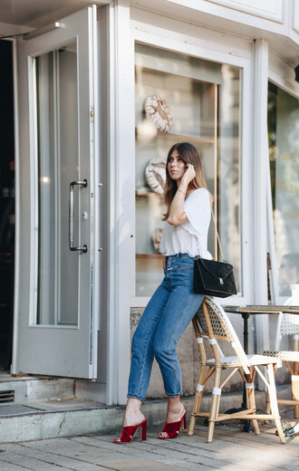 shoes tumblr mules red heels red shoes denim jeans blue jeans top white t-shirt t-shirt bag